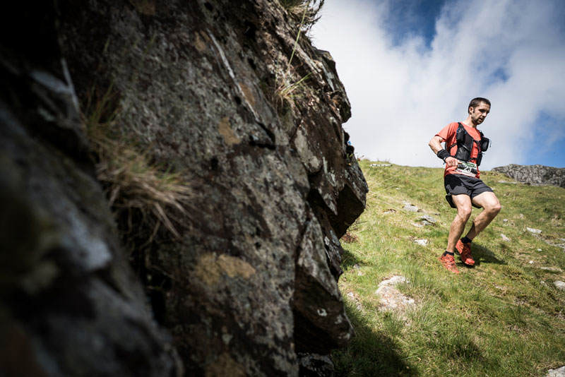 5 Jez Bragg descends on day two of the Berghaus Dragons Back Race photo Ciancorless