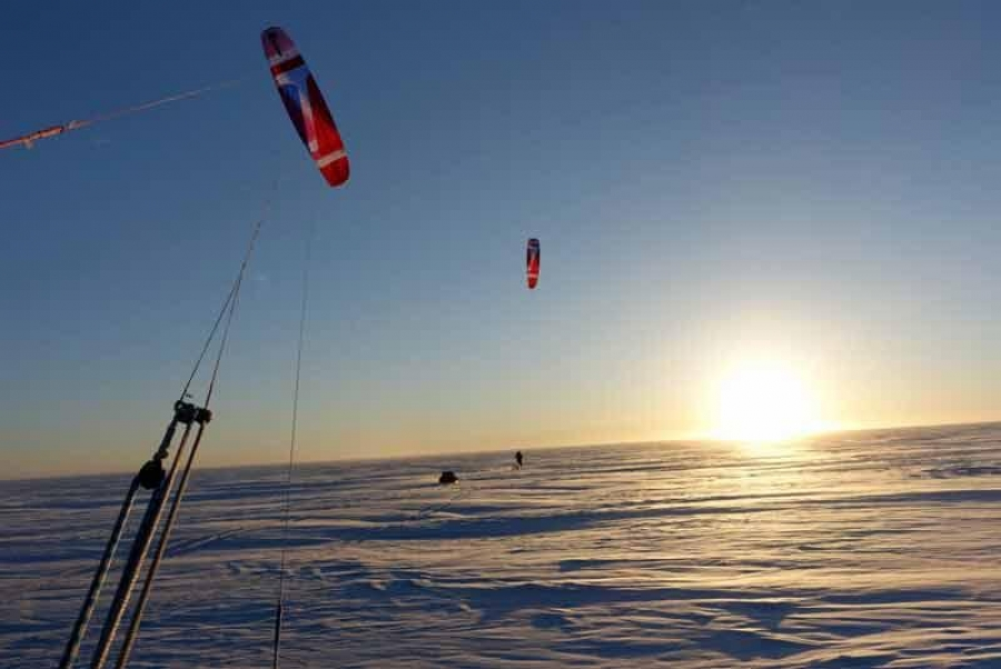 Leo Houlding completes 1,000 mile snowkiting expedition in Greenland