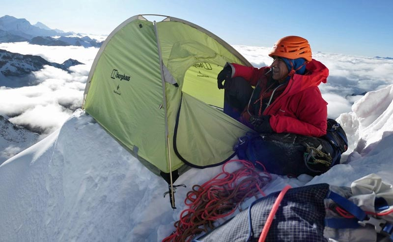 The vast quantities of snow on Chombu at least made for easy tent placements 002