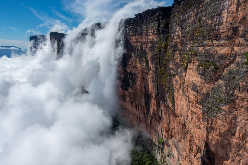 Roraima in the clouds photo credit Waldo Etherington 002