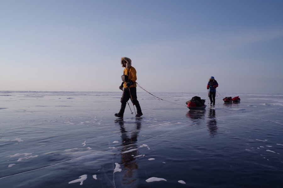 British team break speed record for crossing world's largest lake