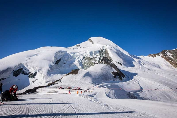 My First 4000er – a quintessential Alpine adventure in the Saas Fee mountains